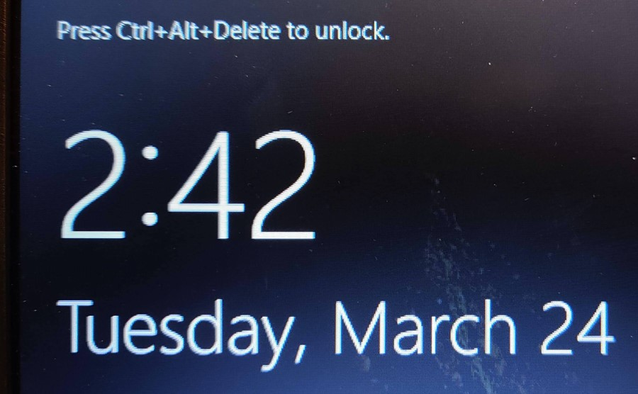 Image of the windows log on screen asking your to press control and alt and delete on your keyboard to unlock the screen.